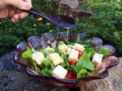 salat-medovo-horcicna-zalivka
