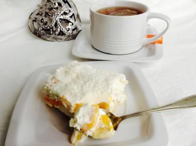 smetanovy-dort-broskve